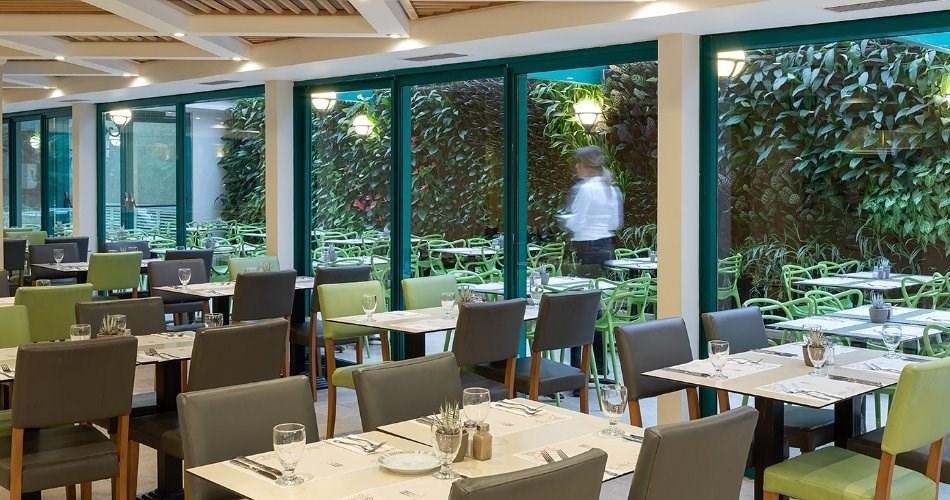 מסעדת מטרו קפה סידור ישיבה - מלון מטרופוליטן