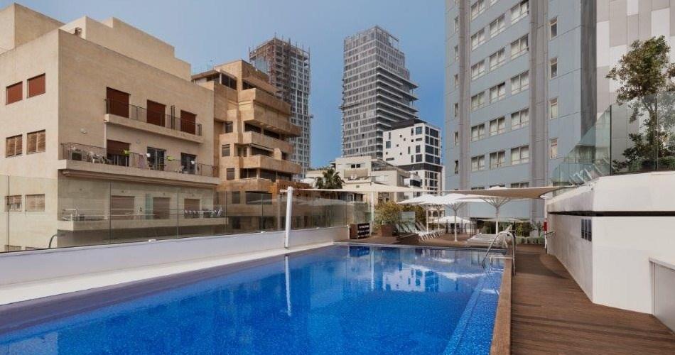 בריכה על הגג - מלון מטרופוליטן תל אביב