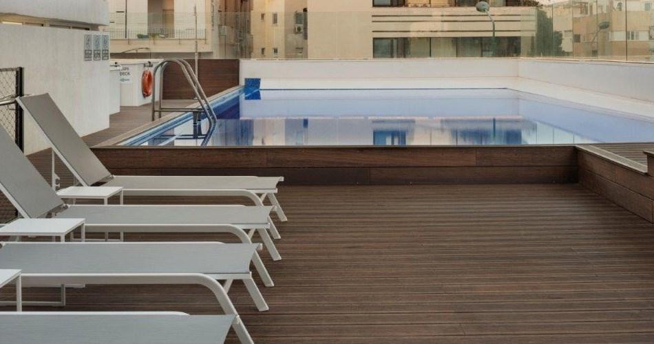 בריכת שחייה - מלון מטרופוליטן תל אביב